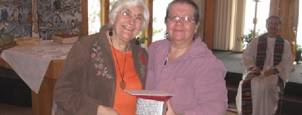 Dianne Musgrove presents a gift to Tarcia